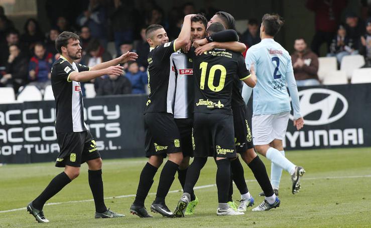 El Cartagena tira de pegada para consolidarse en el liderato y vencer a El Ejido (3-0)