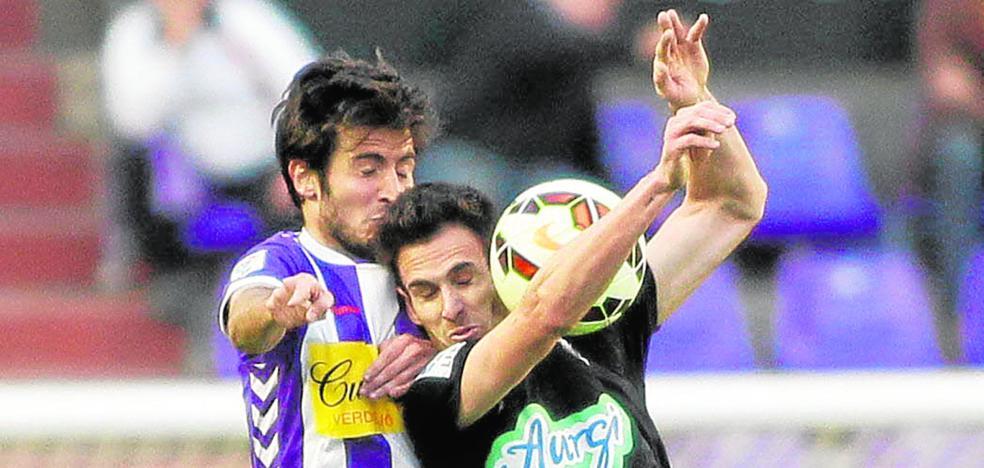 Rubén Cruz completa la delantera de un Efesé que gana gol y versatilidad