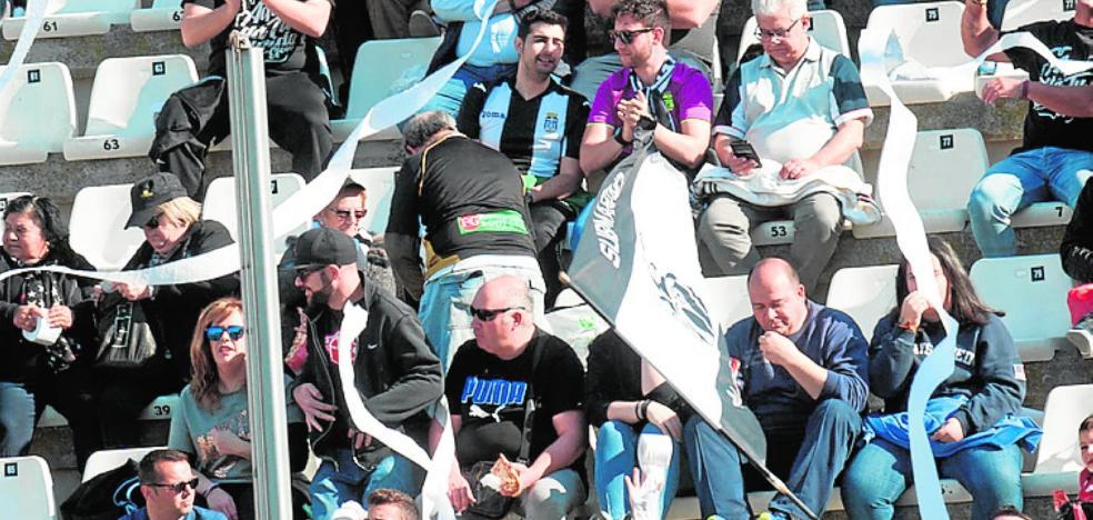 Las peñas fletan un autocar para animar al equipo en Sevilla