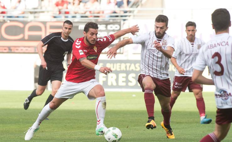El Murcia empata con el Pontevedra y pasa a segunda ronda del 'playoff' (1-1)