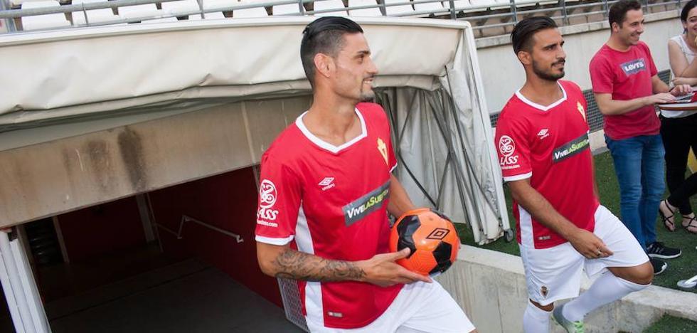 Chamorro: «Desde niño siempre soñé con jugar algún día en el Murcia»