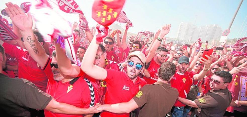 Goleada del Real Murcia en la grada