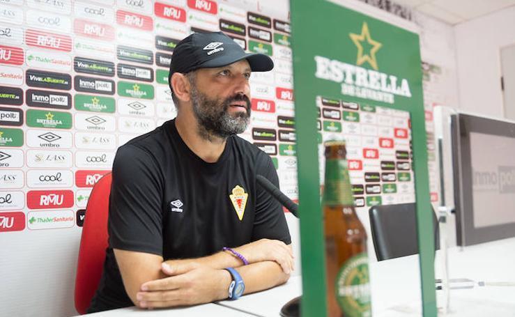 Basadre: «Es un orgullo entrenar al Murcia, pero me abruma un poco»