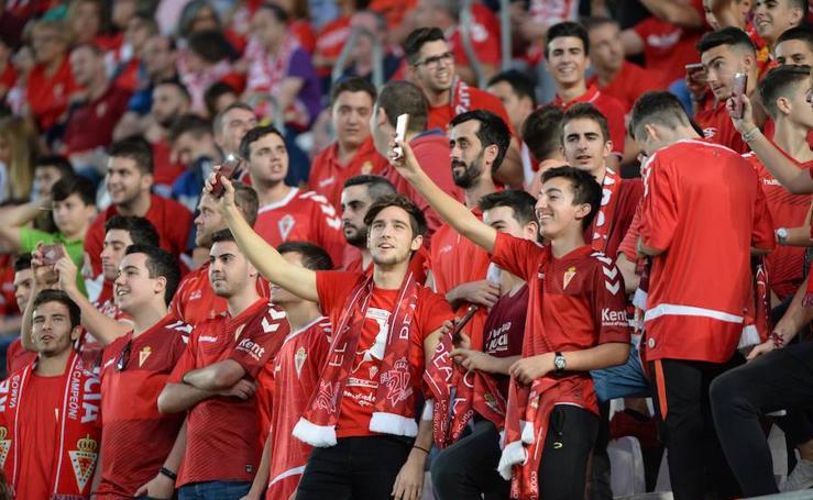 Las fotografías de la afición grana en el partido contra el Granada B