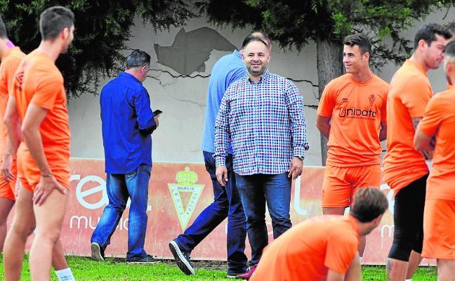 Deseado pregunta por Manel, Molo y Albisua, del Lorca FC