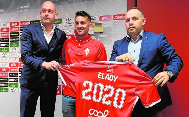 El delantero Elady seguirá de grana hasta 2020