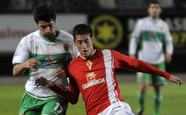 El Betis de Valladolid denuncia al Murcia por los derechos de formación de Escudero