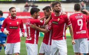 El Murcia muestra su solvencia ante el Villanovense (2-0)