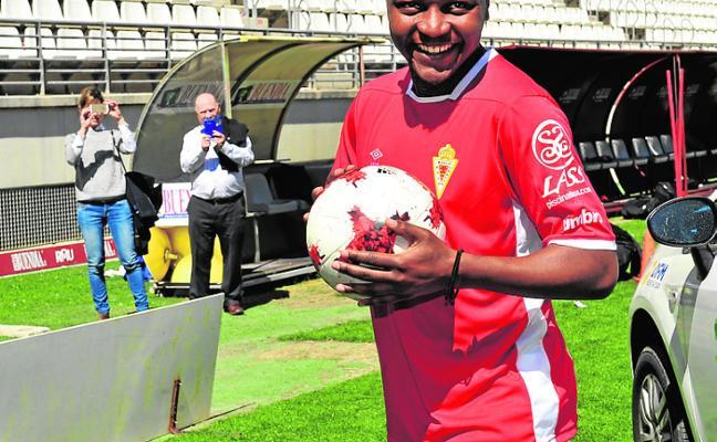 «Me puedo sentir cómodo en el Murcia, es un equipo que trata bien el balón»