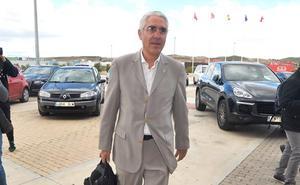 García de la Vega se arma para recuperar la propiedad del club