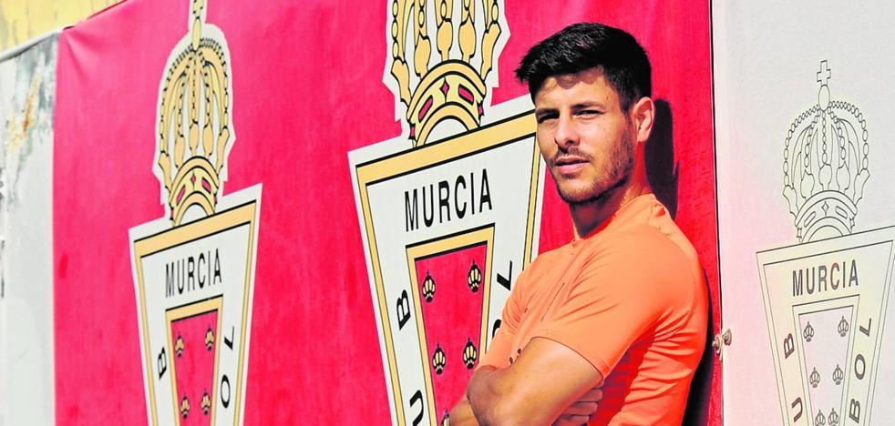 Carlos Martínez: «Me veo en un futuro jugando con el Murcia en Segunda»