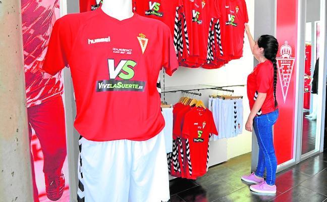 El Murcia premiará a los más rápidos en comprar la nueva camiseta grana