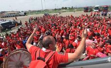 Miles de aficionados granas toman Elche