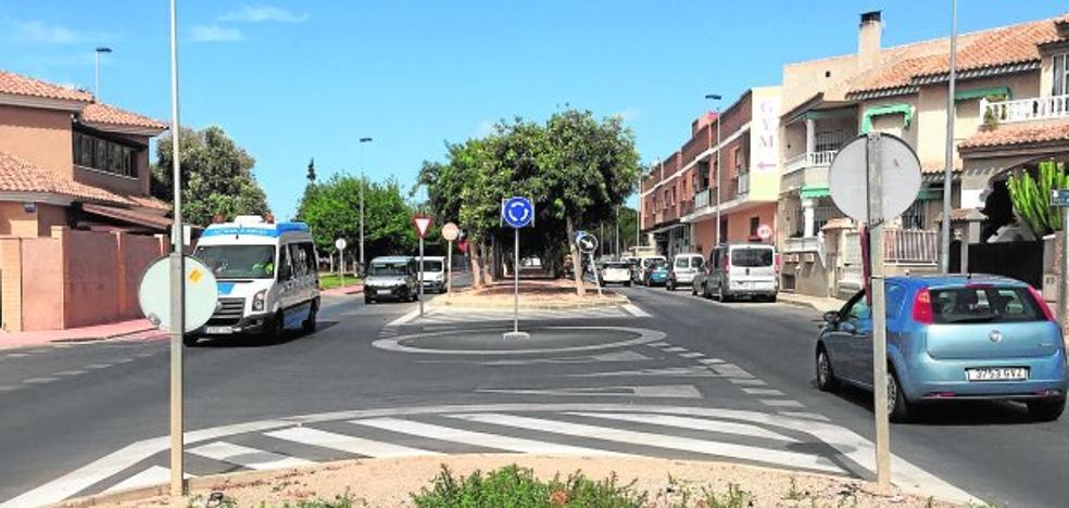 Renovar las aceras de La Ribera y La Manga se llevará el 75% de los fondos del superávit