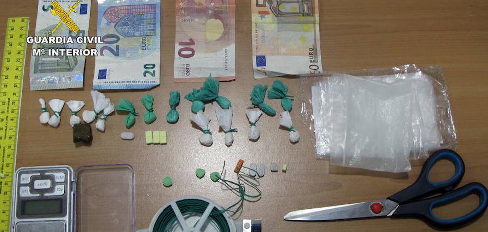 Desmantelado un punto de venta de droga en una zona de ocio de San Javier