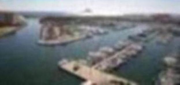 Herido tras lanzarse al agua de cabeza desde un barco en La Manga