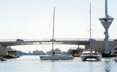 Una avería impide abrir el puente de El Estacio para el paso de veleros