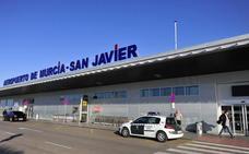 Condenan a una británica por pegar a dos sanitarios en el acceso al aeropuerto