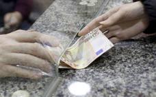 Una mujer encuentra un sobre con mil euros en Santiago de la Ribera y lo entrega a la Policía