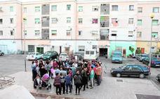Las familias de Torres Blancas exigen al Consistorio que adecente el barrio