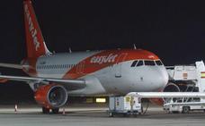 Un avión aborta el despegue en San Javier al incendiarse un motor por unos pájaros