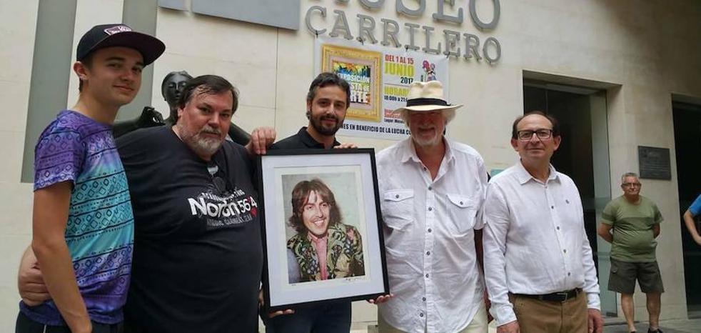 El Vaca Pop se reanuda con una exposición de fotografías de Bill Zygmant y Domingo J. Casas