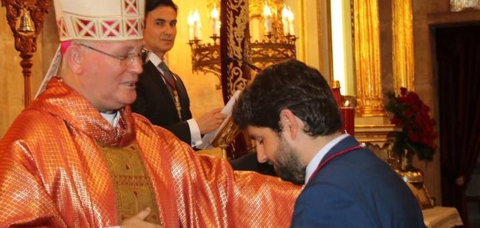 López Miras destaca el plan 'Región de Murcia Sacra' en su visita con motivo de la Exaltación de la Cruz