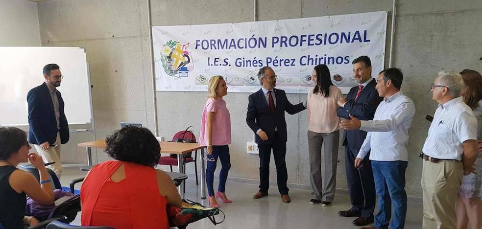 Caravaca amplía su oferta formativa con el grado de Calzado y Complementos de Moda, pionero en la Región