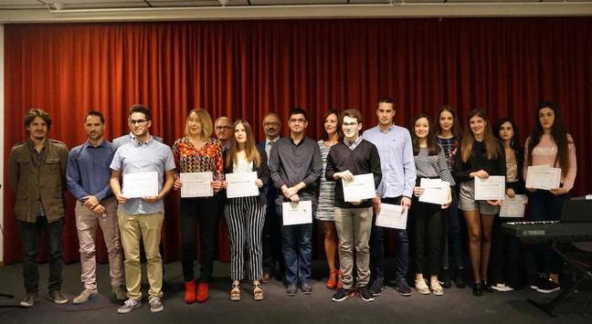 Trece estudiantes reciben los Premios Extraordinarios de Educación que concede el Ayuntamiento de Caravaca