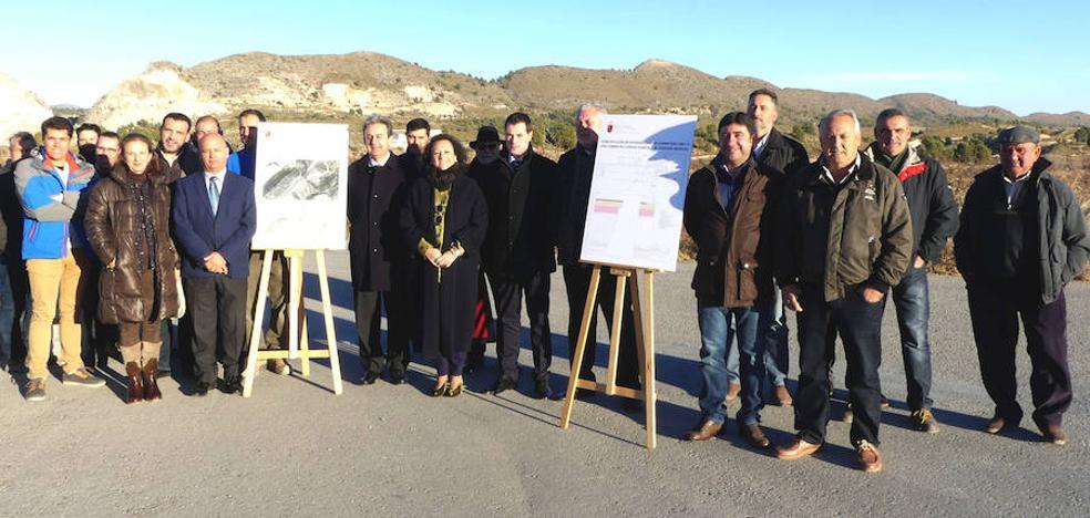 Fomento mejorará los accesos a las principales explotaciones agrícolas de flor cortada de Cehegín