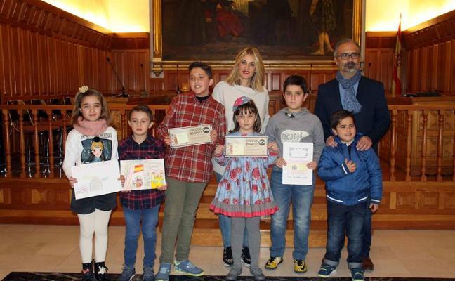 Educación entrega los premios del concurso sobre la Constitución