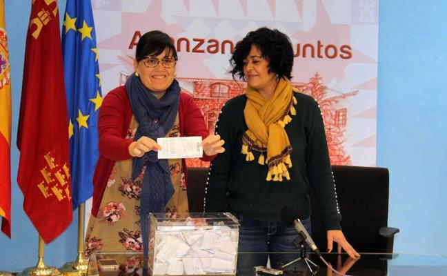 La Concejalía de Comercio premia en dos concursos a los clientes de la actividad 'Compras navideñas'