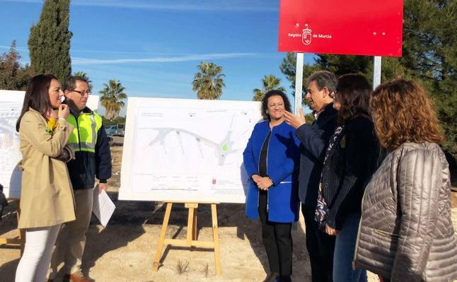 Fomento construye una rotonda en la carretera que une Bullas con La Copa para mejorar la seguridad vial de los conductores