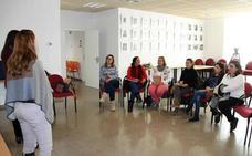 El programa 'Gira Mujeres' forma y asesora a un grupo de emprendedoras en el Centro Municipal de Empleo y Formación