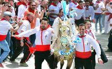 'Evereste de Valls', de la peña Aspirante, gana la carrera de los Caballos del Vino