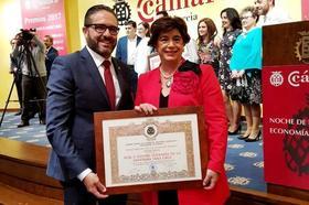 La Cámara de Comercio entrega el Premio Mercurio a la Cofradía de la Vera Cruz