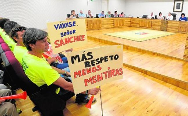 La Policía Local 'toma' el Pleno para reclamar el pago de 500.000 euros