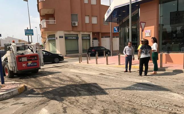 El arreglo de 15 calles en Roldán incluye la eliminación de bolsas de agua