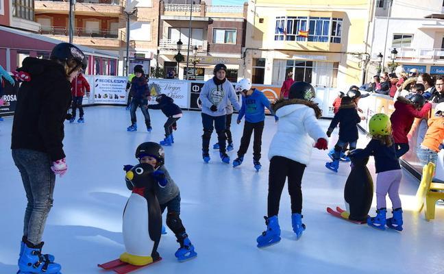 La pista de patinaje adelanta en la plaza el ambiente navideño