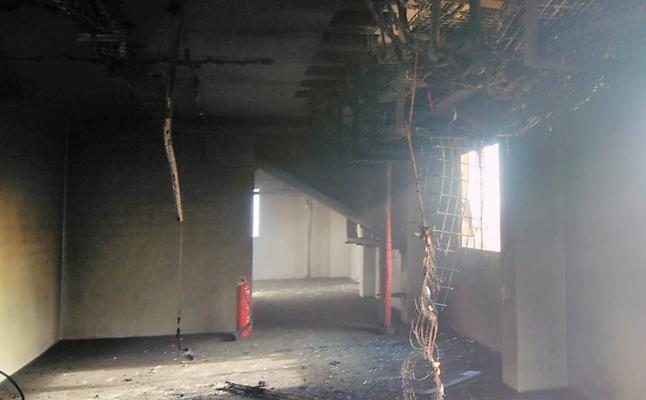 Arde una estación de bombeo del Trasvase tras una explosión en Torre Pacheco