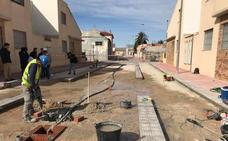 Nueva zona peatonal con juegos infantiles y área para bicis en Las Morrastelas