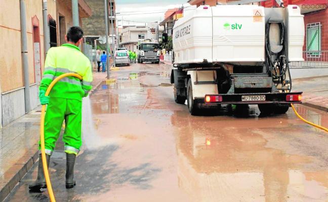 El Ministerio paraliza la licitación, por 3,4 millones al año, del contrato de la basura