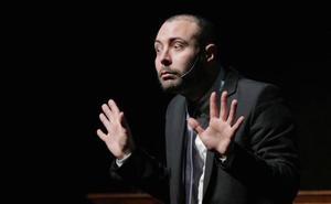El humorista Andreu Casanova le da la vuelta al mito del cine erótico