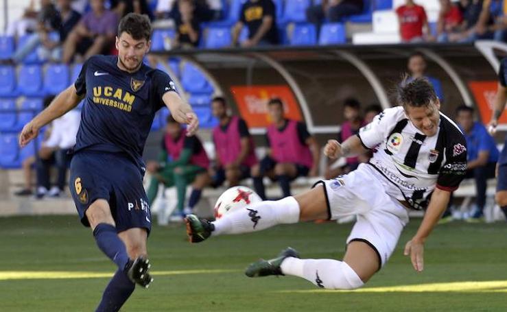 El liderato del UCAM tendrá que esperar tras empatar ante el Badajoz (1-1)
