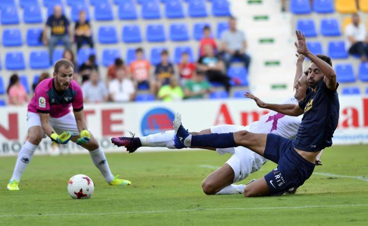 Al UCAM se le escapa el liderato en el descuento tras empatar con el Écija (2-2)