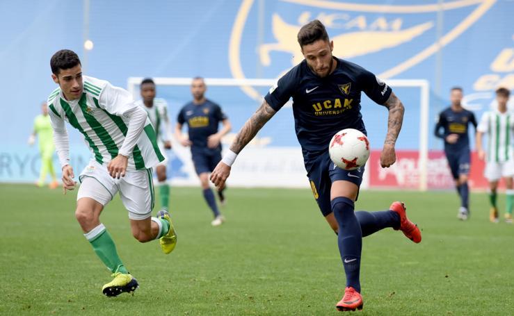 Los tres puntos del UCAM-Betis se quedan en La Condomina (2-1)