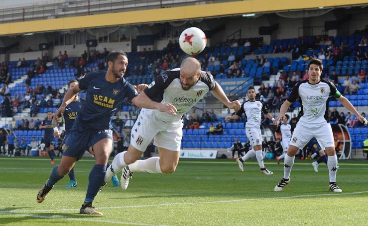 Munitis sigue sin conocer la victoria tras el empate de los universitarios ante el Mérida (1-1)