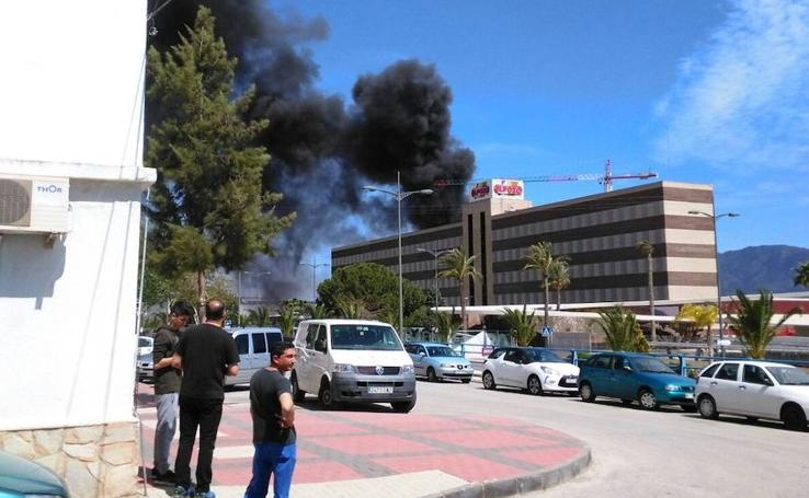 Los bomberos acuden a sofocar un incendio en ElPozo