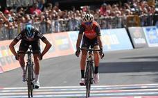 Nibali gana al esprint la etapa reina y se 'aprieta' el Giro