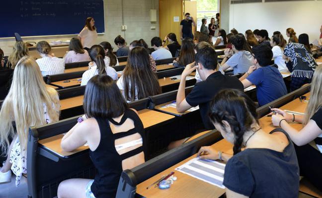 Andalucía ofrecerá matrícula gratis a los universitarios que aprueben